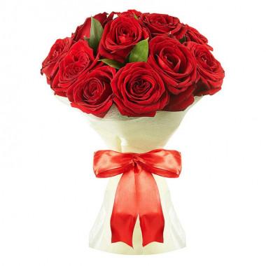 Букет из 11 красных роз в фетре
