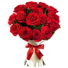Букет из 15 красных роз в фетре