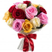Букет из 15 разноцветных роз в фетре