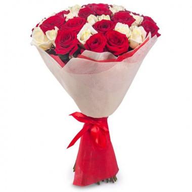 Букет из 31 розы в фетре