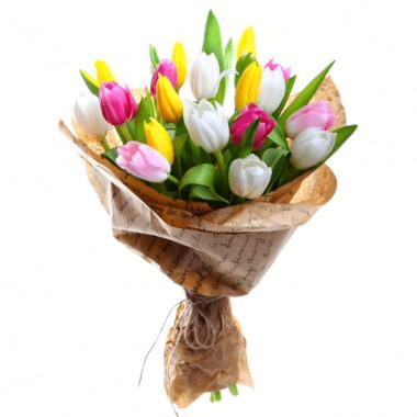 Букет из 19 тюльпанов в крафт-бумаге